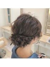 ヘアーアンドメイク キュアー(hair&make cure)波ウエーブシニヨン☆