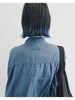 ミシン青い後ろ髪