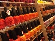 ビューティーギャラリービエッセ(Beauty Gallery B'ESSAI)の雰囲気(ネイリストが在籍。豊富な色から自分の気分や)