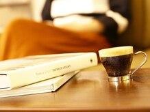 ランプヘアーメイク(LAMPE HAIR MAKE)の雰囲気(大崎駅5。美味しい珈琲も愉しみ。4席だけの落ち着いた大人の空間)