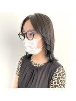 ヘアーアイストゥーレ(HAIR ICI TRE)切りっぱなしボブ センターパート女子 担当渡辺