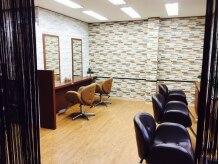 美容室ティービーケー 志木店(TBK)の雰囲気(茶色を基調とした、温かみのある店内。)