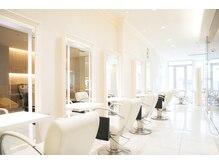 ユーフォリアギンザ(Euphoria GINZA)の雰囲気(やわらかな光が差し込む店内で過ごす、ゆったり贅沢な時間。)