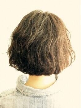 マブヘアーアンドメーク(mab hair&make)の写真/ちょっとしたおでかけでもおしゃれにキマる♪カジュアルも上品もスタイルに合わせて演出できるmabのパーマ