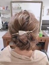 ヘアアンドメイク アネラ(Hair&make Anela)ゆるふわシニヨンが最旬♪お呼ばれアレンジアップスタイル