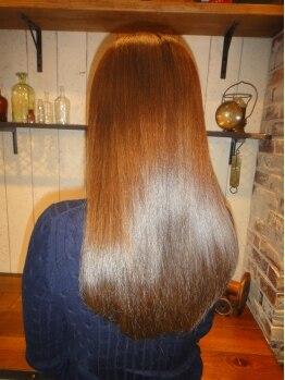 アーバンスーツ(Urban Suit)の写真/1~2ヵ月たっても効果がリセットされない【KIRARA矯正】は、やればやるほど髪がきれいになっていく!