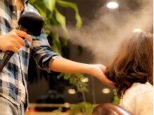 ア ロット フォーヘアー(a lot for hair)の雰囲気(スチームミストで髪の内部からしっかりと潤いを与えます。)