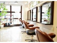 フッカヘアー(fukka hair)の雰囲気(東中野駅1分の脇道に佇む落ち着いた店内と白を基調とした美容室)