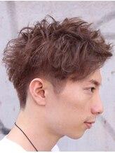 オムヘアー (HOMME HAIR)束間 ハイトーン ショート stylist 稲田