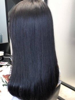 アグ ヘアー レーヴ 秋田市泉店(Agu hair reve)の写真/髪質改善で話題の酸熱トリートメント取扱い◎するんとまとまる極上の指通りと艶をぜひ体感して♪