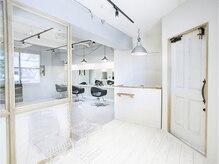 明るく・可愛く・清潔感のある空間を提供致します ~私らしさの髪質が叶う場所~