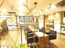 マイア 横浜駅店(hair saloon maia)の雰囲気(一つ一つのセット面間隔がゆったりしているのでくつろげる空間☆)