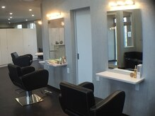 美容室ヘア マックス 芦野店の雰囲気(お一人様のスペースをくつろげる様に広くゆったり取っています)