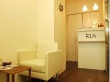 ヘアーサロン リア(Hair Salon RIA)の雰囲気(やわらかい白で統一された店内。)