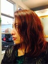 アンドヘアー(&hair)クールなミディアムカールスタイルに色はかわいらしいカッパーに