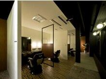 トレサンパオム(Tres Sympa Homme)の雰囲気(全席とも半個室・個室のサロンになります。)