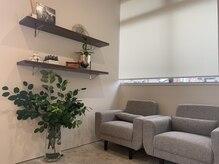 エファッセ 鴻巣2号店(efface)の雰囲気(店内は、白、茶、黒色で落ち着いた空間を演出しております。)