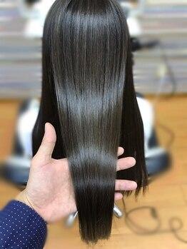 シードヘアメイク 多摩センター店(Seed hair make)の写真/専門店を超える仕上がりで話題!圧倒的なサラツヤと低ダメージの【ココナッツ縮毛矯正】を体感して下さい♪