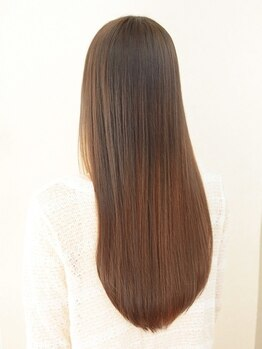 オブハーツ 仙川店(OF HEARTS)の写真/ダメージレスの施術で思わず触れたくなる潤い溢れる美髪へと導きます☆通常の縮毛矯正より傷みにくい特徴◎