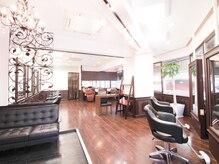 ファミリーズ 六甲店(FAMILY'S)の雰囲気(すっきりとした空間で、リラックスした時間をお過ごしください。)