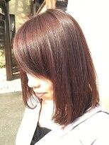 フェリーク ヘアサロン(Feerique hair salon)深みのあるレッド系カラーの前下りミディアムボブ