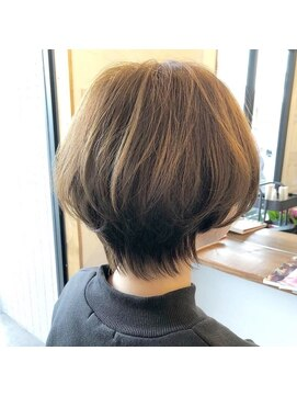長め ショート 襟足 30代のコンサバ系女子におすすめのショートヘア5選♡小顔効果大!