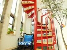 ルルマル(lulumalu private salon)の雰囲気(赤い螺旋階段が特徴♪)