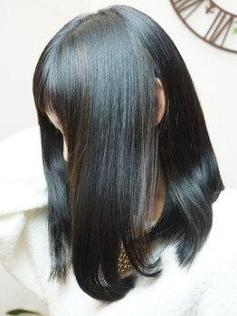 ピースヘアー(PEACE HAIR)の写真/まるで素髪のようなストレートに★クセで悩んでいる方も、クセがない人と同じようにデザインを楽しめる♪