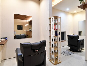 グルーヴ ヘアステージ(Groove.hs)の写真/【落ち着く空間】カーテンで仕切れる半個室で人の目も気にならない!上質な時間が過ごせるサロン。