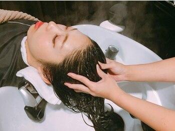 シエクル ヘアアンドスパ 吉祥寺店(SIECLE hair&spa)の写真/【リラクシングヘッドスパ¥5500】アロマ効果のあるヘッドスパで極上の癒しをご提案。すっぴん美髪に!