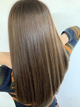 クアトロオクト(Quattro oct)の写真/色落ちしにくい髪質改善トリートメント《プレミーク》カラー後も髪の悩みに気にせずオシャレを楽しめます!
