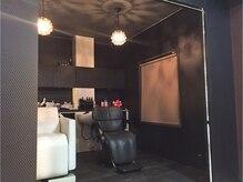 ヘアカラーサロン アート(hair color salon a to)の雰囲気(仕切られたシャンプー台で周りを気にせずリラックス♪)