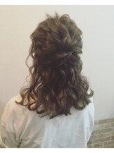 ヘアメイクサロン ビュートピア(hairmake salon Beautopia)波ウェーブハーフアップ