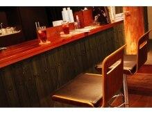 アングレカム(Angraecum)の雰囲気(アンティーク調のバーカウンターです、お酒は出ません。)