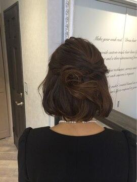 ボブハーフアップヘアアレンジ(結婚式の髪型) ラフな大人のハーフアップ