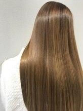 『プレミアム縮毛矯正』『ストカール』で柔らかさとツヤUP♪あらゆるクセ毛を扱いやすく、より美しく