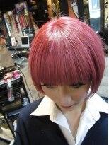 盛り髪(盛りヘア)のピンクショートヘアスタイル画像