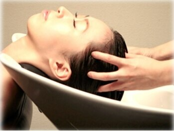 カラーアンドヘッドスパ専門店 エラシースポットの写真/ヘッドスパならエラシースポットへ。頭皮のコンディションを調整し育毛を促す♪お顔のリフトUPにも◎