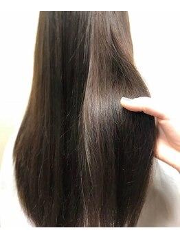 サラームツジ(SALLAM TSUJI)の写真/思わず触りたくなる柔らか質感ストレート♪プロが1人1人のクセや髪質を見極め薬剤を選定☆