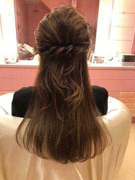 ヘアセット ねじりハーフアップ:L022706006|ヘアーサロン ラプンツェル(hair salon Rapunzel)のヘアカタログ|ホットペッパービューティー