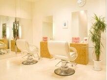 美容室 フラット(FLAT)の雰囲気(観葉植物も置かれてリラックスの出来るセット面)