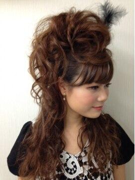 盛り髪 ハーフアップヘアアレンジ ヘアーアンドメイク アール 新宿店(Hair & Make R)モヒカンハーフアップ