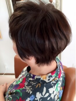オアーズ(oaze hair-atelier)の写真/「いつまでも染まりあがりの綺麗な髪でいたい…」天然由来のこだわりの薬剤で頭皮に優しく、髪を美しく。