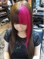 ハイレイヤーのロングハイレイヤースタイル。前髪ピンク♪画像