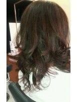 オッジヘアー(Oggi Hair)レイヤーonレイヤーウェーブonカールのフェミニンスタイル