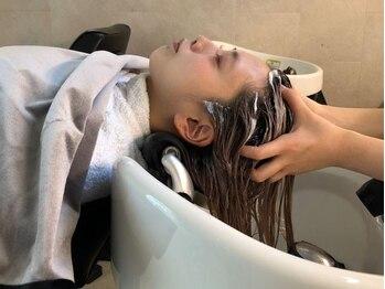 ダリア 立川 立川北口(daLia)の写真/立川北口徒歩3分◆最高級ハホニコTRで髪と頭皮に潤いチャージ!髪内部まで補修出来る3stepヘアケアもあり*
