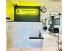 アグ ヘアー ブライト 沼津店(Agu hair bright)の雰囲気(イメージカラーは黄色です、スタイリッシュな店内でリラックス。)
