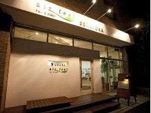 エアーフィール 千里丘店(airfeel)の雰囲気(白い外観が目印♪明るくて個性的なスタッフがお出迎え!!)