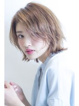 アミィヘアー(Ami Hair)外ハネフェザーミディ×ヌードベージュ
