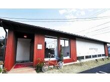 アッドランプ ヘアー 則武店(add Lamp hair)の雰囲気(赤い建物が目印♪ペコリーノのお隣です。駐車場共有21台)